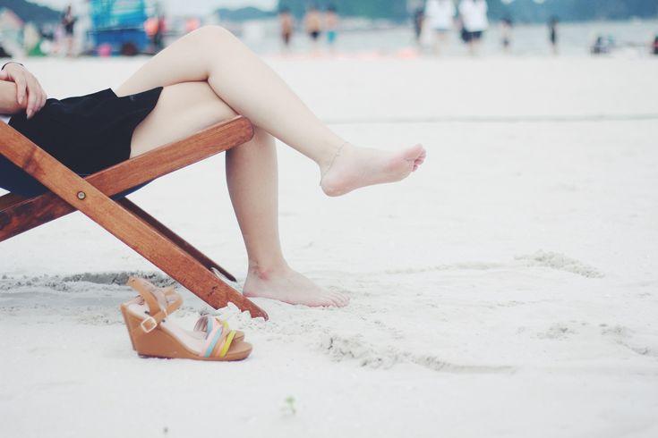 Mit dem RINGANA Venenspray helfen Sie müden Beinen wieder auf die Sprünge. Linderung von geschwollenen Beinen im Sommer. JETZT KENNENLERNEN
