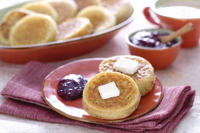 I crumpest sono delle focaccine inglesi morbidi e dal gusto neutro si accompagnano bene sia con ingredienti dolci che salati.