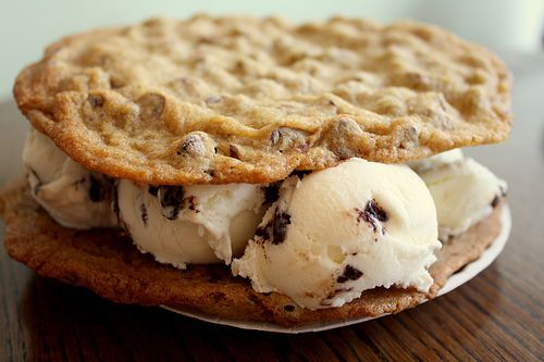 Ice cream cookie sandwiches!!: Cookies Dough, Chocolates Chips, Chocolate Chips, Ice Cream Sandwiches, Food, Chocolate Chip Cookie, Icecream, Dinners Date, Dinners Side