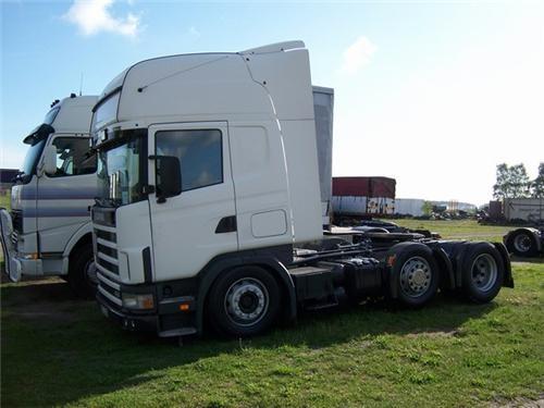 Scania R124 dragbil. En av Scanias många lastbilar.