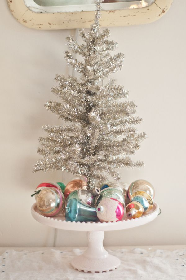 Vintage Christmas Decor at www.vintagewhitesblog.com use a green tree and gold ornaments