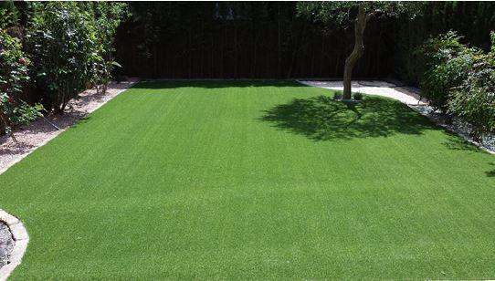 Jard n con c sped decorativo bermuda carpet jardin - Cesped artificial girona ...