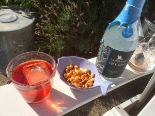 Having followed Manhatten Cocktail Classic through blogs, mail and updates from a friend who participated I found myself attracted to the concept of a Lavender Negroni. It certainly looks pretty...