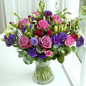 liziantusz, rózsa, mini szegfű vázában (17 szál)