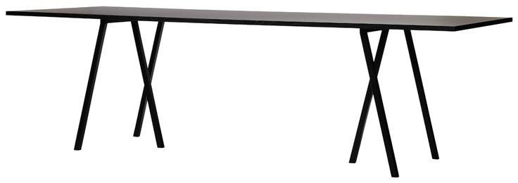 Loop är en serie bord från Hay som finns med rund eller rektangulär bordsskiva. Det finns även två höjder, olika mått och färger. #matbord #hay #dialoginterior