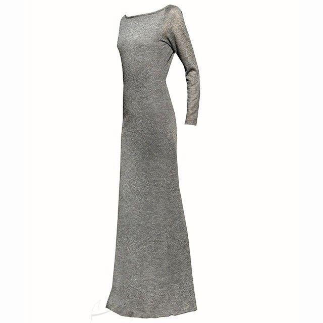 Dzianinowa, ażurowa sukienka maxi w szarym kolorze. Możliwość zamówienia w trzech różnych kolorach i dowolnym rozmiarze w butiku Łatka fashion.