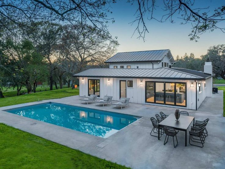 13 Incredible Airbnbs In California Wine Country Tripstodiscover Pool House Designs Pool Houses Modern Pools