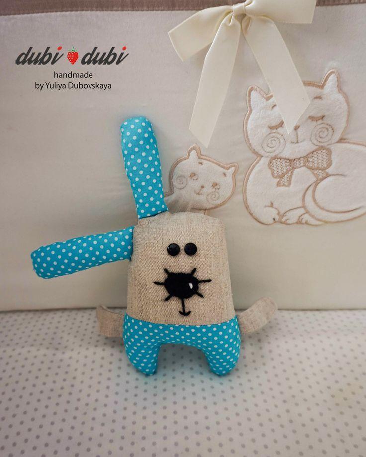 Ушастик от #dubi dubi - отличный #подарок для ваших друзей или ребенка. И прекрасно украсит ваш интерьер). Материалы: верх - 100% лен, нижняя часть -100%хлопок, наполнитель гипоаллергенный файбертек!!!! Около 19 см. Шью разных расцветок по вашему желанию) Игрушки от #dubi_dubi очень любят дети) Будьте оригинальны в выборе подарка  #dubi_dubi #зайка#заяц#мягкийзаяц#мягкаяигрушка #hand_made #хенд_мейд #хэнд_мэйд#подарок #оригинальныйподарок #ручнаяработа #handwork #поделки #креатив #минск #min