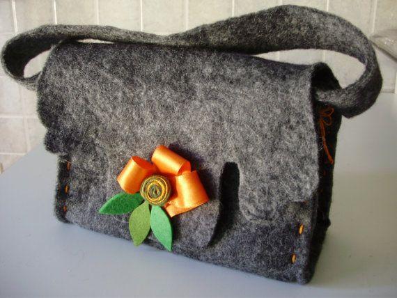 Borsa feltro di lana fatta a mano cucita a mano di MarinellArt