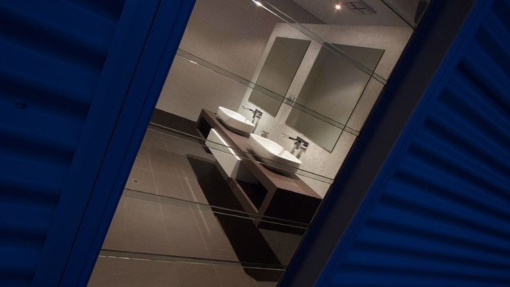 Mocha and white bathroom, bathroom design, double vanity