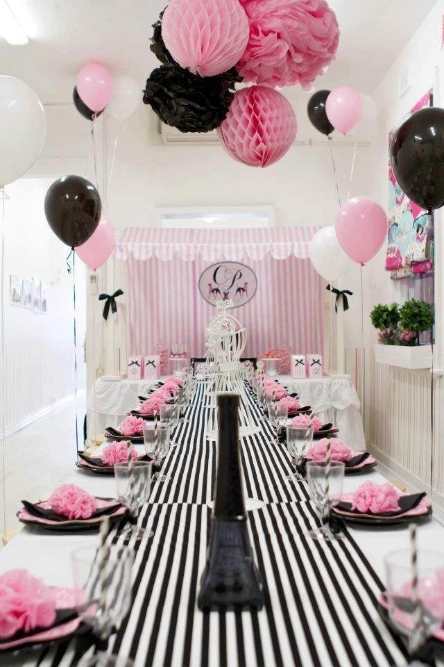 Decoração de mesa para os convidados em festa Paris