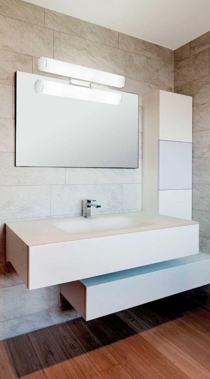 Φωτιστικό απλίκα μπάνιου με ενσωματωμένο LED, βάση μεταλλική χρωμίου και γυαλί σατινάτο. Στεγανό κατάλληλο για τοποθέτηση σε χώρους με υγρασία. Σειρά Fibi LED από την Viokef! Bathroom lighting lamp with built-in LED, metal chrome base and satin glass. Waterproof for installation in humid areas! #bathroomdesign #BathroomLighting #bathroomdecor #viokef #led #ledlights
