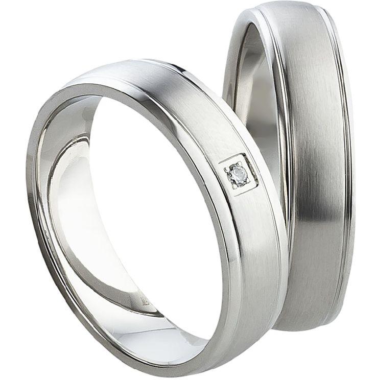 Snubní prsteny T820 Snubní prsteny půlkulatého profilu vyrobeny z chirurgické oceli se zirkonem či briliantem vsazený v dámském prstenu. Prsteny jsou vyrobeny v kombinaci lesk - sametový mat.  #aiola #wedding #rings #engagement #svatba #snubni #prsteny #chirurgicka #ocel
