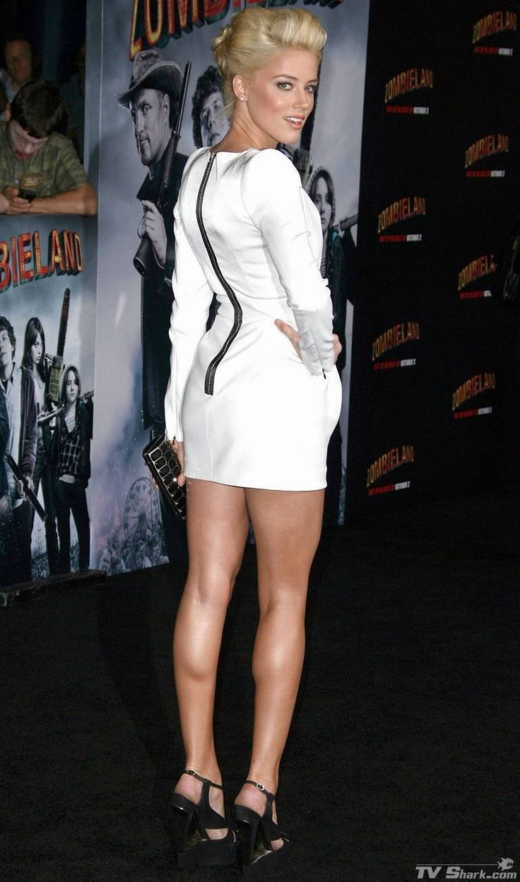 Beautiful Women Wearing Mini Skirts (Nice toned legs of Amber Heard)