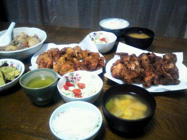 唐揚げ大好き♡ 2種類揚げてみました。 見た目どっちも同じだけど、右側が塩麹・左側がマヨネーズとなっております(*^_^*) - 136件のもぐもぐ - マヨネーズ唐揚げ&塩麹唐揚げ&キュウリとツナのサラダ&豆腐とネギの味噌汁 by sakachinmama