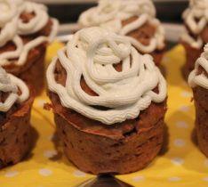 Muffini s piščančjo pašteto in skutnim namazom