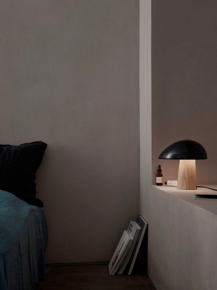 Sieh nur, die kleine Night Owl Tischleuchte von Lightyears wartet schon darauf, dass du ins Bett gehst und sie dir beim Lesen noch ein bisschen Licht spenden kann. Lass sie nicht mehr länger warten. http://www.flinders.de/lightyears-night-owl-tischleuchte