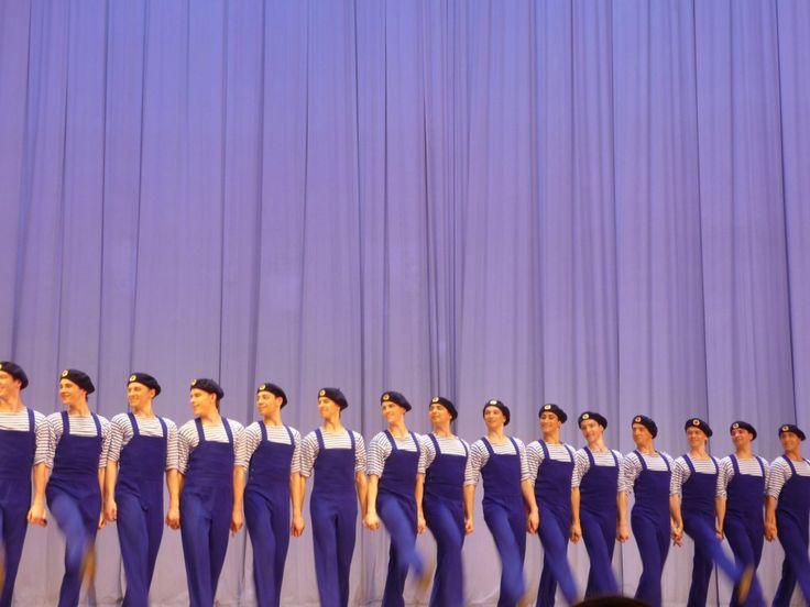 Si sonoesibiti a Expo 2015, all'Open Air Theatre di Milano, convolteggi acrobatici e quasi rocamboleschi e bellissimi vestiti colorati (per vedere le foto di quell'evento clicca qui). Allora, come sempre, avevano presentato una selezione del proprio ricchissimo repertoriodi ballifolcloristici,che conta più di 300 fra danze popolari, miniature coreografiche e balletti. Già nel luglio 2011 avevano danzato, sempre a Milano, al Teatro degli Arcimboldi (mancavano dalle scene milanesi dal…