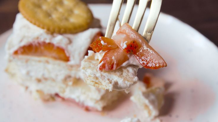 Ritz Crackers Are The Secret To the Most Delicious No-Bake Strawberry Cake