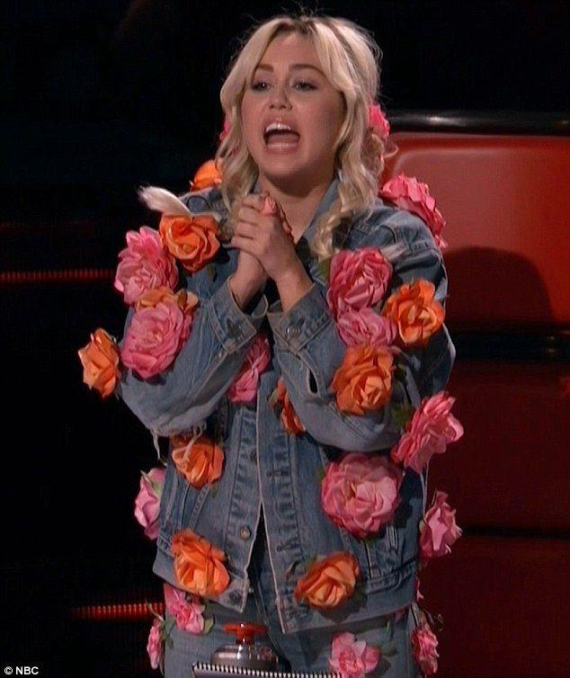 miley cyrus flower denim jacket - Google zoeken