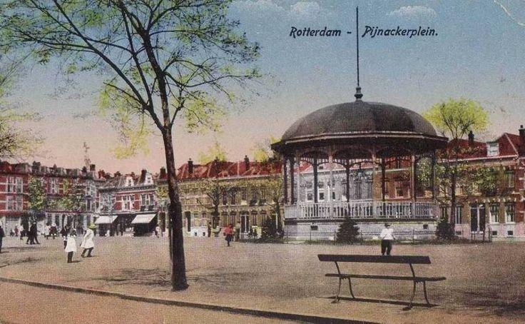 Een oude foto van het Pijnackerplein met de muziektent.