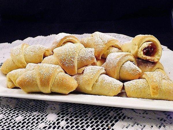 rogaliki krucho - drożdżowe z ciasta zatapianego