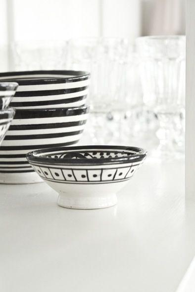 Krukker i svart og hvitt