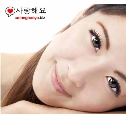 Para wanita dan para artis korea terkenal memiliki face yg putih dan halus, kecantikan wanita korea engga pernah make makeup menor (kecuali saat show) akan tetapi kecantikan wanita korea kelihatan cantik dan segar. Riasan yg tipis dan alami adalah merupakan salah satu rahasia kecantikan artis korea. Apalagi rahasia kecantikan artis korea?  Alis alami