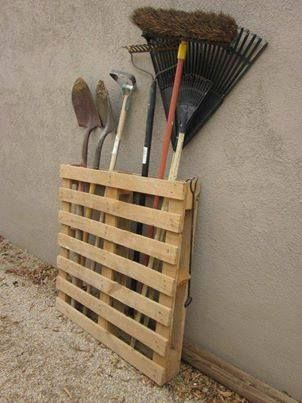 Great pallet tool holder idea - would look great next to the pallet potting table I just built!