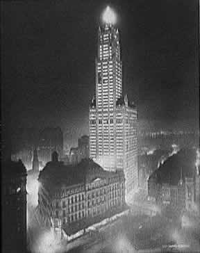 New York City, NY - USA. Woolworth Building, one of the oldest skyscrapers on the city. I've been to NY a couple of times, and, honestly, never really paid attention to this wonderful building. It was built back in 1913. Almost 100 years. 57 floors and 34 elevators. Really amazing.