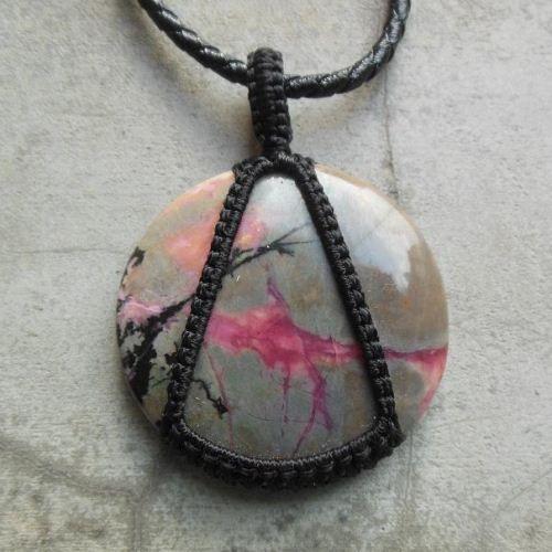Pink rhodochrosite pendant - round gemstone macrame #Pinkrhodochrositependant #Macramejewelry #Gemstonependant #macramependant