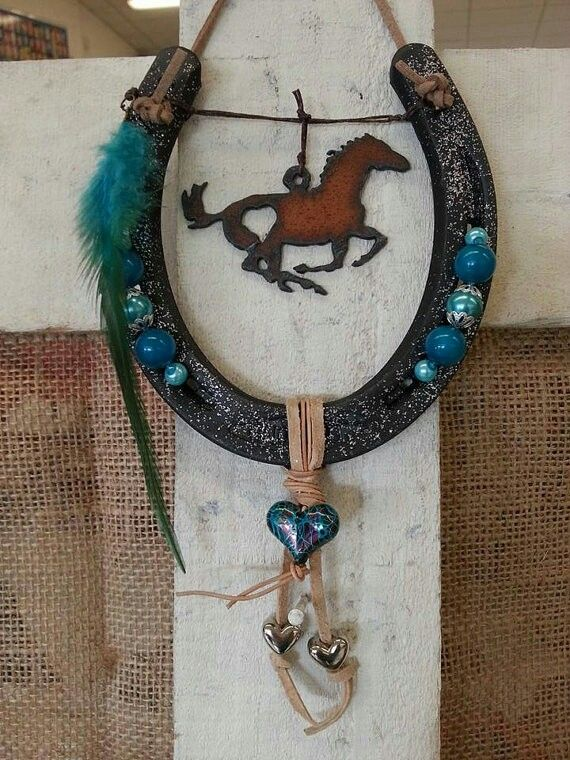 702 best images about horseshoe decorated on pinterest for Horseshoe arts and crafts