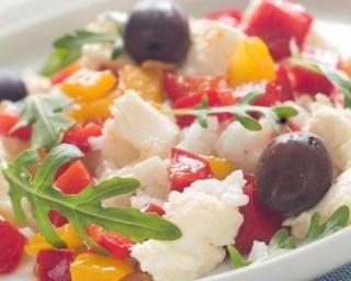Salade de légumes ensoleillés à la mozzarella : http://www.fourchette-et-bikini.fr/recettes/recettes-minceur/salade-de-legumes-ensoleilles-la-mozzarella.html
