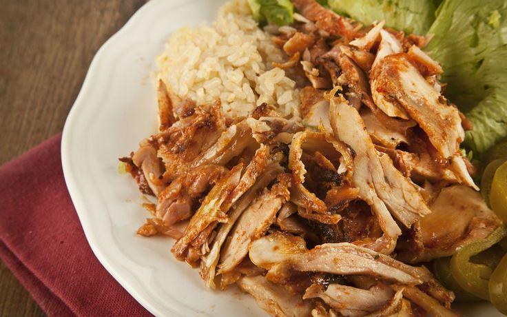 Marine ettiğiniz fileto tavuk göğsü dilimlerini derin dondurucuda uzun bir süre beklettikten sonra istediğiniz an tavuk döner hazırlayabilirsiniz.