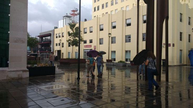 <p>Chihuahua, Chih.- Tal como lo previno el Sistema Meteorológico Nacional (SMN) se presentan lluvias ligeras en el centro de la ciudad.</p>  <p>Las