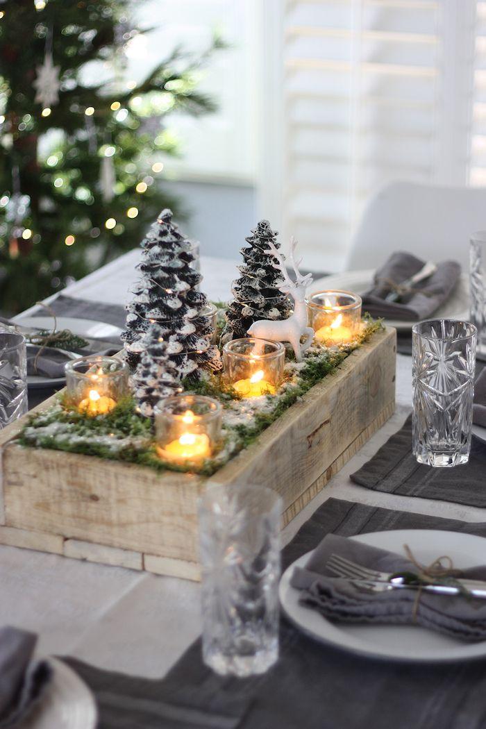 Winterdeko Basteln Tisch Dekorieren Tannenzapfen Mit Grünen Zweigen Und Kerzen