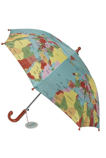 Skøn børne paraply med print af verdenskort - perfekt til både drenge og piger på en regnvejrsdag. Se vores udvalg af paraplyer på webshoppen.