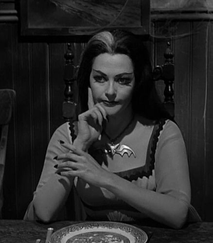Lily Munster bluw willow dish