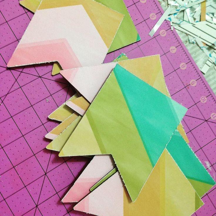 Ahora preparando una #guirnalda de #colorines ... aquí cada día empezamos proyectos ... estamos #onfire !!!! Os iremos enseñando avances   #inprocess #enproceso #banner #muchoscolores #felizmartes #nuevosproyectos #nuevoproyecto #papelscrap #scrapbooking #scrapbook #empezamos #cuandopuedoscrapeo #granplaza #granplaza2 @Gran_Plaza _2 @the_hobby_maker #facebook #twitter
