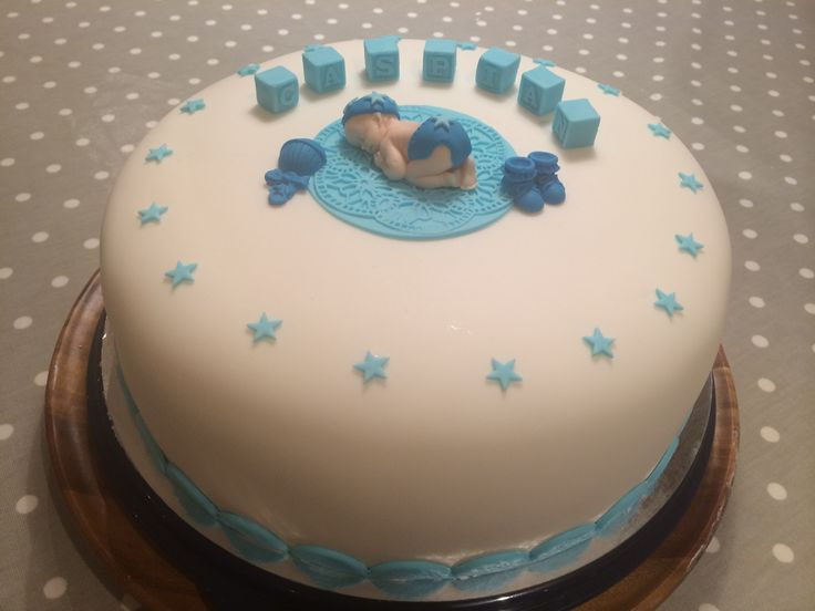 Dåpskake gutt! Sjokolade kake med vanilje krem. Trekk og pynt i fondant