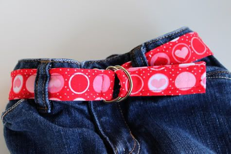 DIY Fabric Belt for Toddlers: A cute little belt for those pants that are waiting to be grown into. I'm sure this tutorial could be used for an adult belt too.