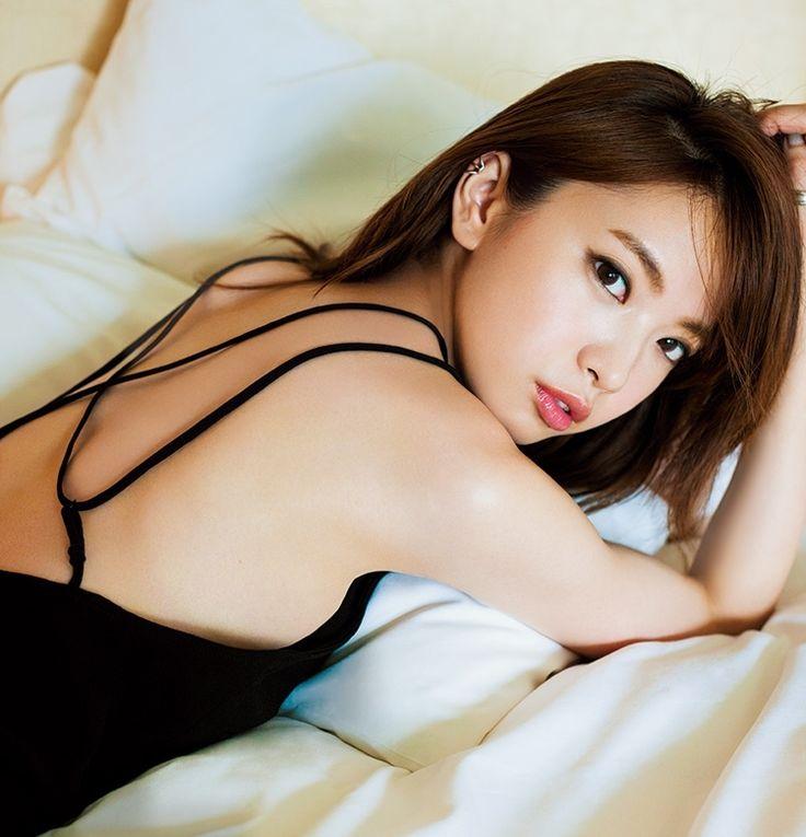 モデル宮田聡子が美姿勢を鍛えるマスターストレッチ