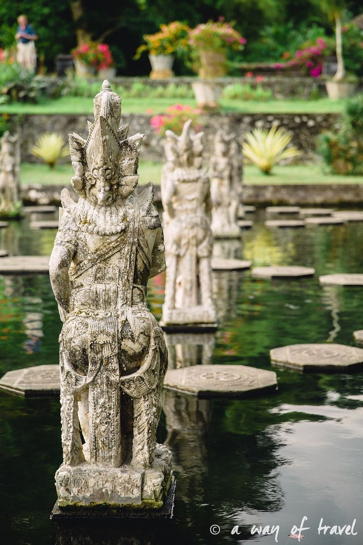 Tirtagangga water palace visit bali indonesia fontaine
