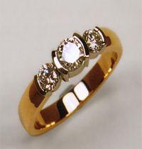 ce-37 spesifikasi : bahan ( emas kuning ) berat  ( 5 gram ) berlian ( 0,15 ct 1 butir dan 0,10 ct 2 butir )