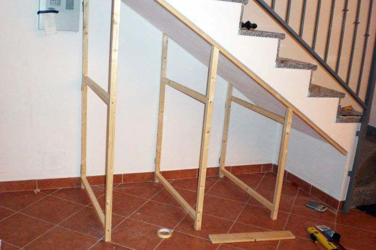 Per la costruzione dei  telai, sono state utilizzate delle aste di legno rifinito liscio di sezione 45x55 che, girando per vari brico, ha trovato a prezzi che variavano