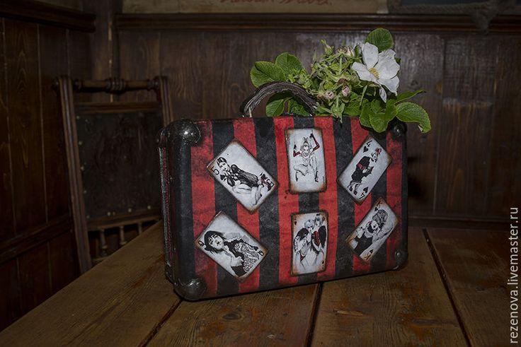 """Купить Чемодан """"Гламурные карты"""" - комбинированный, рисунок, винтаж, Декупаж, чемоданчик, гламур, девушки"""