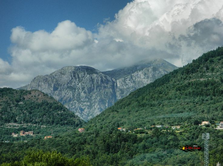 Somewhere in Montenegro, photo from the bus, Nikon Coolpix L310, 23.2mm, 1/500s, ISO100, f/4.7, -0.7ev, HDR-Art photography, 201607051622
