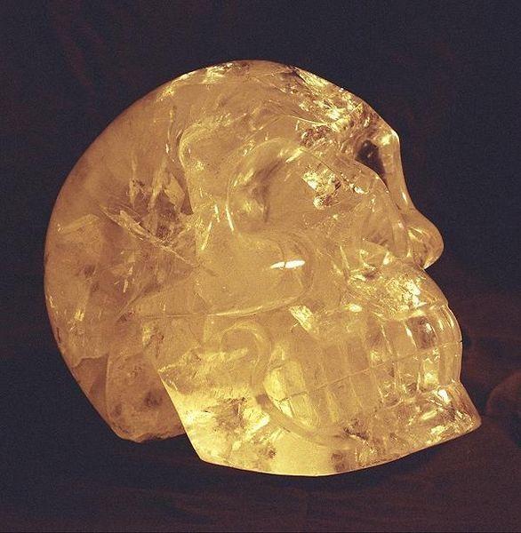 Crâne de cristal — Wikipédia