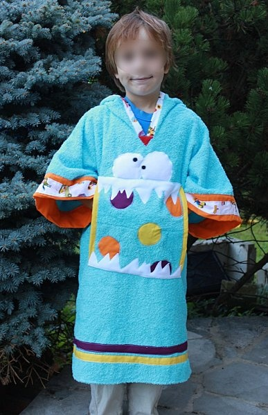 le peignoir zéro chute!  My kids want me to make them blanket-snuggly-robes... this pattern would probably work.  Warning: instructions en francais