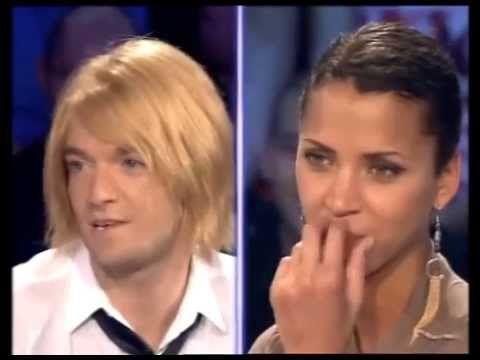 Jonathan Lambert et Noémie Lenoir - On n'est pas couché 9 juin 2007 #ONPC - http://maxblog.com/3644/jonathan-lambert-et-noemie-lenoir-on-nest-pas-couche-9-juin-2007-onpc/